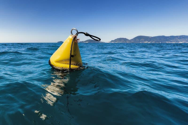 Κίτρινος σημαντήρας θάλασσας στοκ φωτογραφία με δικαίωμα ελεύθερης χρήσης