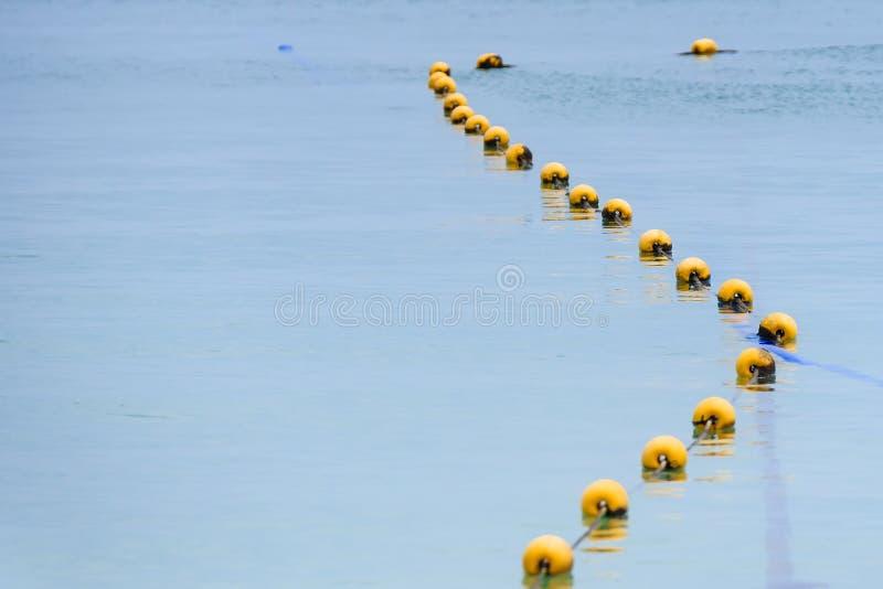 Κίτρινος σημαντήρας στη θάλασσα στοκ φωτογραφία