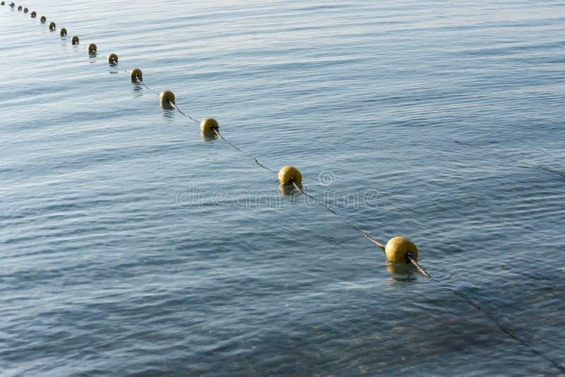 Κίτρινος σημαντήρας στη θάλασσα στοκ φωτογραφία με δικαίωμα ελεύθερης χρήσης