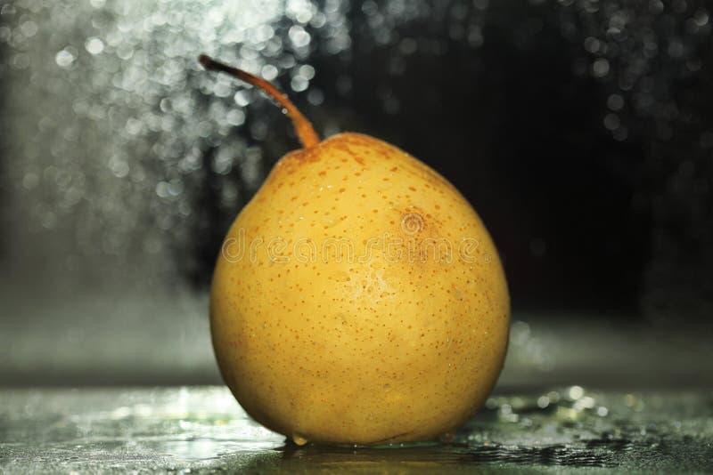 Κίτρινο αχλάδι στοκ εικόνα