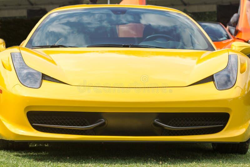 Κίτρινο μέτωπο αθλητικών αυτοκινήτων στοκ εικόνες