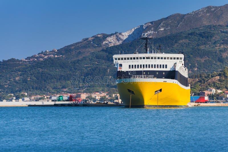 Κίτρινο πορθμείο επιβατών Λιμένας της Ζάκυνθου στοκ φωτογραφία με δικαίωμα ελεύθερης χρήσης