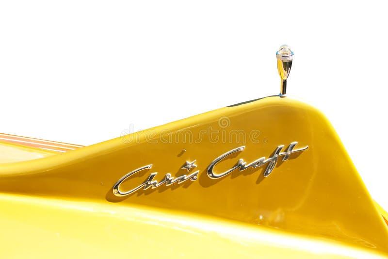 Κίτρινο πτερύγιο ουρών φίμπεργκλας κλασικό ξύλινο motorboat Cobra τεχνών του Chris - που απομονώνεται - μεγάλο τον Ιούλιο του 200 στοκ φωτογραφίες
