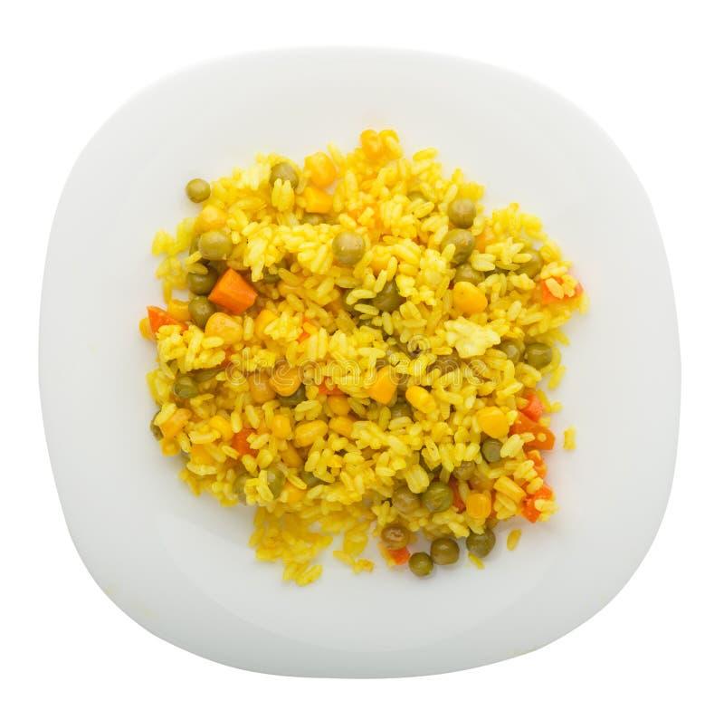 Κίτρινο ρύζι με τα καρότα, πράσινα μπιζέλια, turmeric σε ένα πιάτο Ένα pla στοκ εικόνες με δικαίωμα ελεύθερης χρήσης