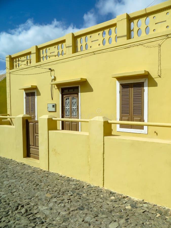 Κίτρινο σπίτι Boa Vista στοκ φωτογραφίες