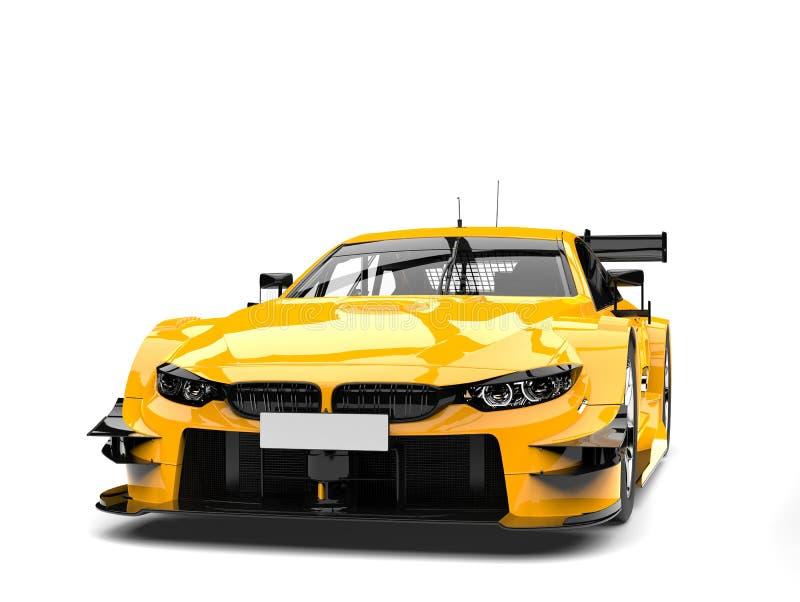 Κίτρινο σύγχρονο έξοχο αυτοκίνητο καδμίου - πυροβολισμός κινηματογραφήσεων σε πρώτο πλάνο μπροστινής άποψης ελεύθερη απεικόνιση δικαιώματος