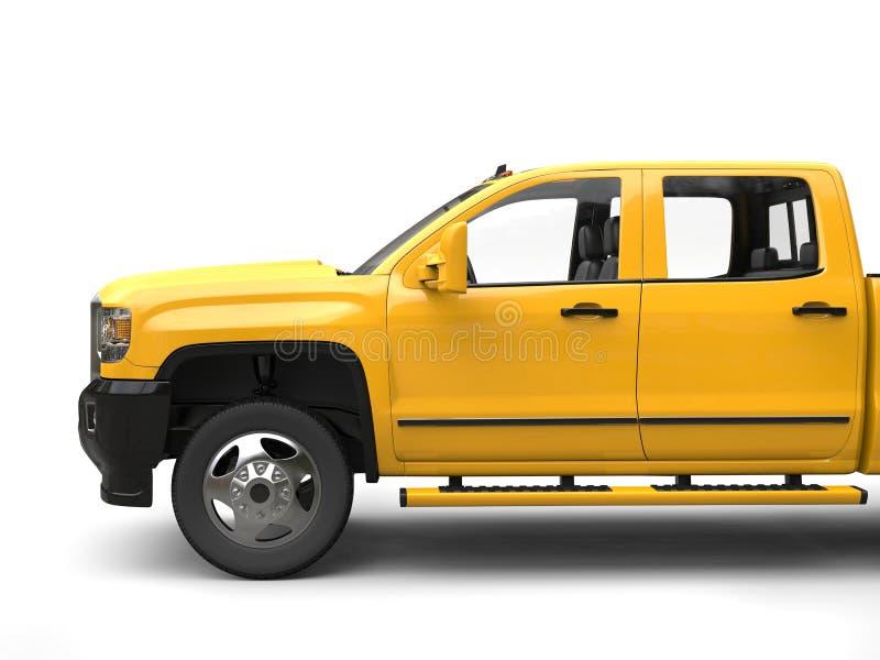 Κίτρινο σύγχρονο ανοιχτό φορτηγό ήλιων - πυροβολισμός περικοπών πλάγιας όψης ελεύθερη απεικόνιση δικαιώματος