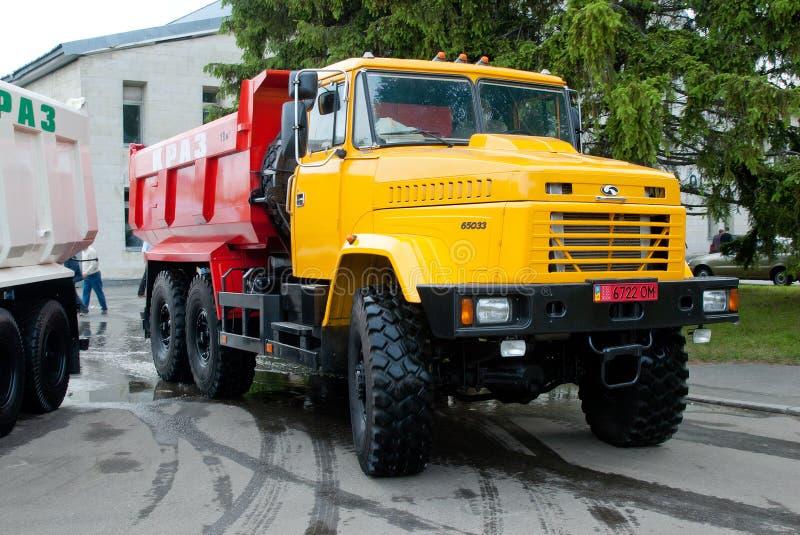 Κίτρινο φορτηγό απορρίψεων krAZ-65033 στοκ φωτογραφία με δικαίωμα ελεύθερης χρήσης