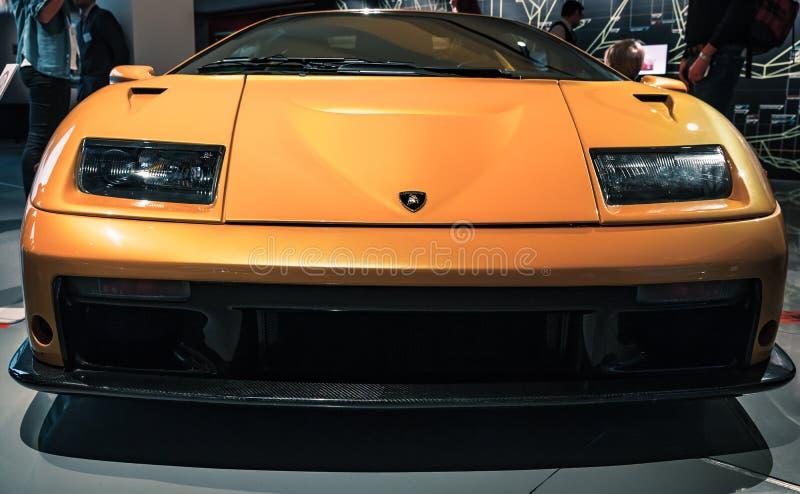 Κίτρινο Lamborghini Diablo GT, μπροστινή άποψη στοκ εικόνες