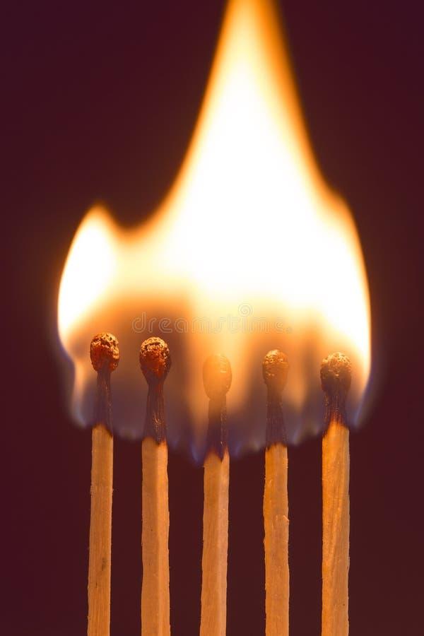 Καίγοντας αντιστοιχίες στοκ εικόνα