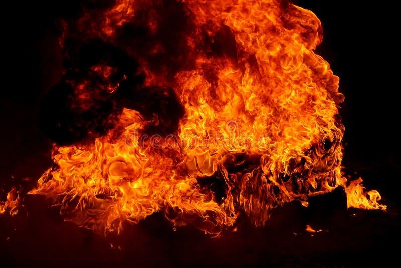 καίγοντας ελαστικά αυτ&o στοκ φωτογραφία με δικαίωμα ελεύθερης χρήσης