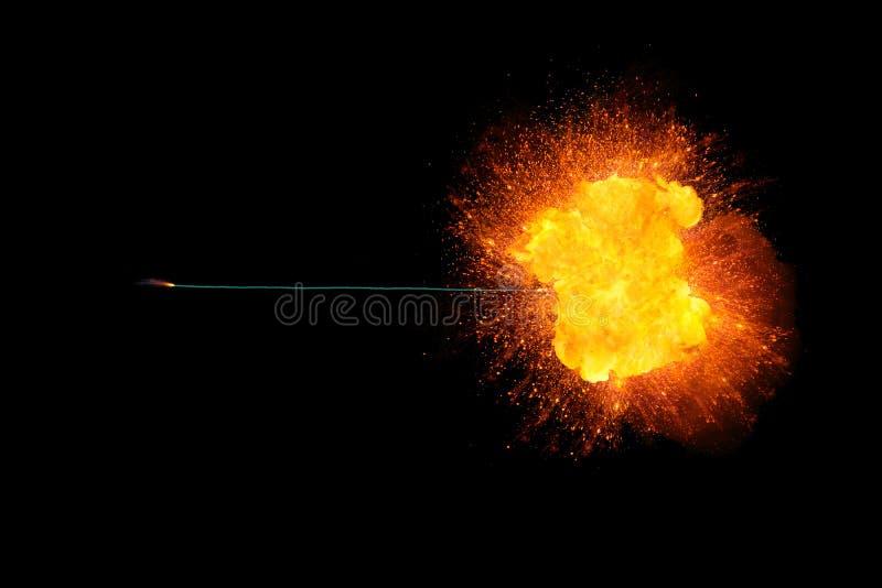 Καίγοντας θρυαλλίδα με τη realisic φλογερή έκρηξη στο τέλος στοκ φωτογραφία με δικαίωμα ελεύθερης χρήσης