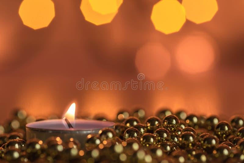 Download Καίγοντας διακοσμήσεις κεριών και Χριστουγέννων Στοκ Εικόνες - εικόνα από εύθυμος, έτος: 62716920
