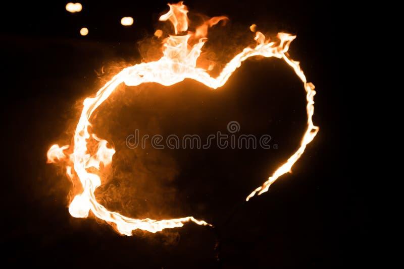 Καίγοντας καρδιά, στο σκοτάδι στοκ φωτογραφία