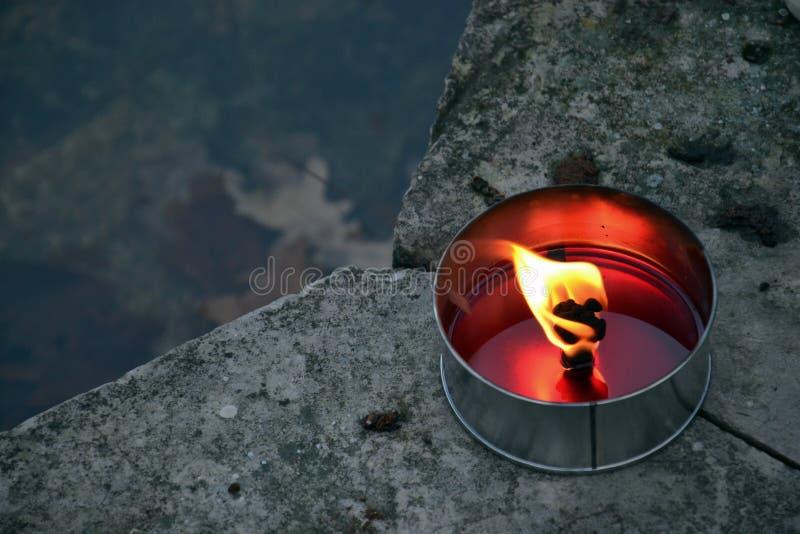 καίγοντας κερί στοκ φωτογραφία