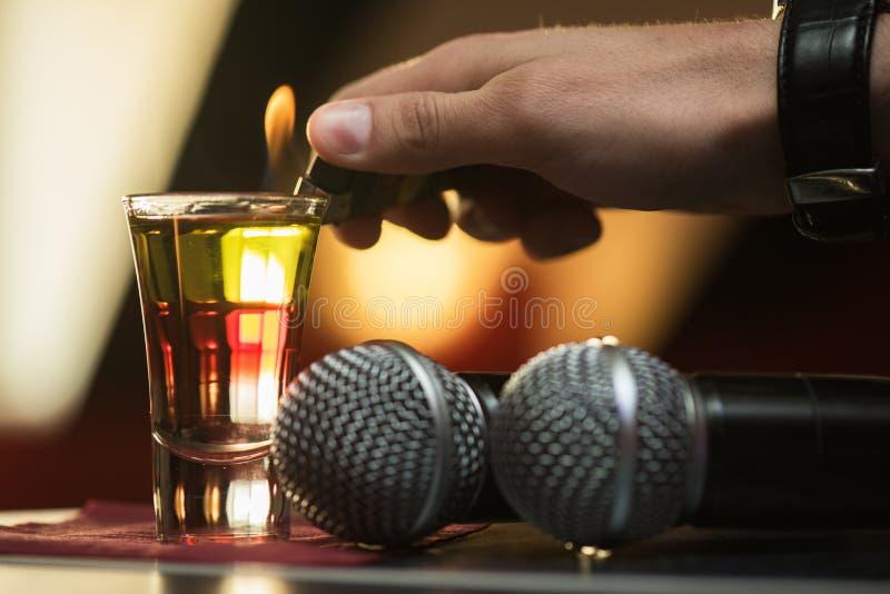 Καίγοντας πυροβολισμός ποτών στοκ φωτογραφία