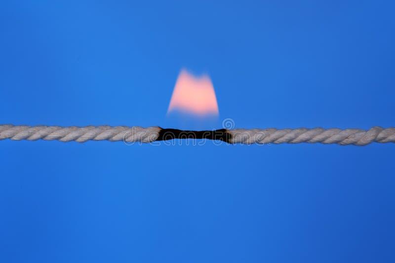 Καίγοντας σχοινί στο σπάζοντας σημείο στοκ φωτογραφίες με δικαίωμα ελεύθερης χρήσης