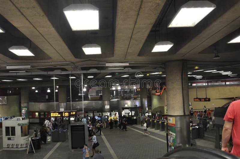 Καίμπριτζ μΑ, στις 30 Ιουνίου: Εσωτερικό σταθμών μετρό κόκκινων γραμμών από το Καίμπριτζ κεντρικός στο κράτος Massachusettes των  στοκ εικόνα