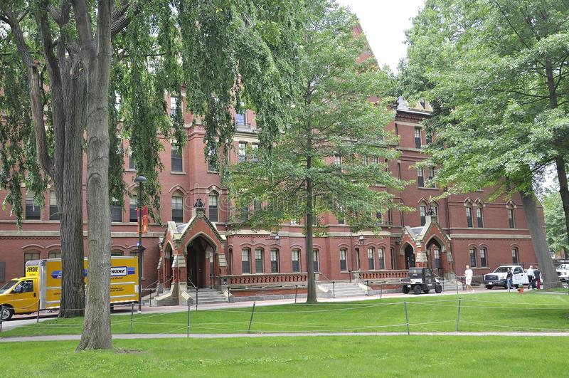 Καίμπριτζ μΑ, στις 30 Ιουνίου: Κτήριο αιθουσών του Χάρβαρντ Matthews στην πανεπιστημιούπολη του Χάρβαρντ από το κράτος του Καίμπρ στοκ φωτογραφίες