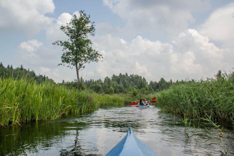Καγιάκ κανό στον ποταμό στοκ φωτογραφία με δικαίωμα ελεύθερης χρήσης