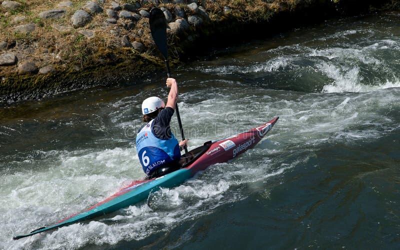 Καγιάκ στα ορμητικά σημεία ποταμού στοκ φωτογραφίες με δικαίωμα ελεύθερης χρήσης