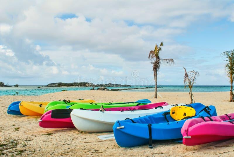 Καγιάκ στην τροπική παραλία στοκ φωτογραφία με δικαίωμα ελεύθερης χρήσης