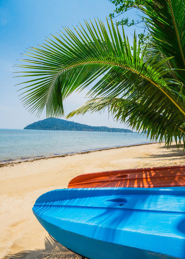 Καγιάκ στην όμορφη τροπική παραλία Ταϊλάνδη στοκ φωτογραφία με δικαίωμα ελεύθερης χρήσης