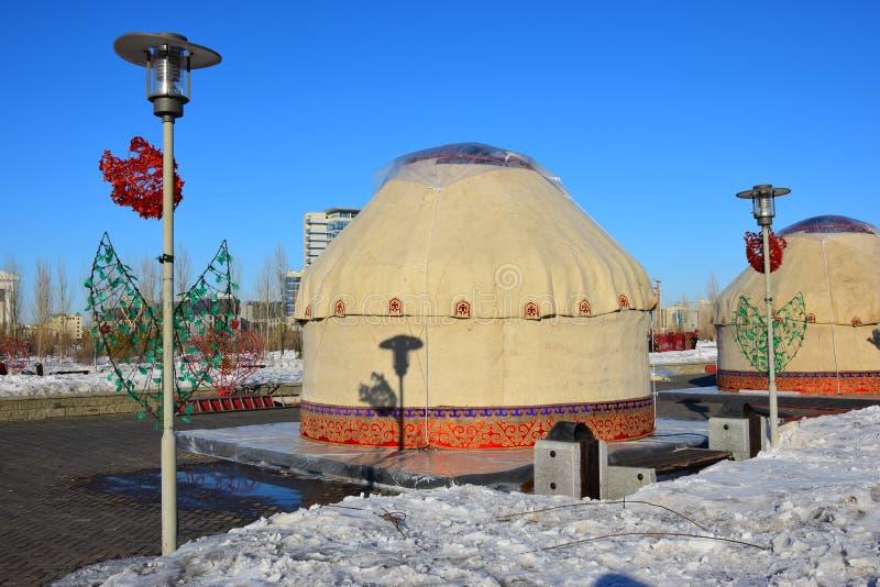 Καζάκος yurt που καλύπτεται με το άσπρο μετάξι στοκ φωτογραφίες