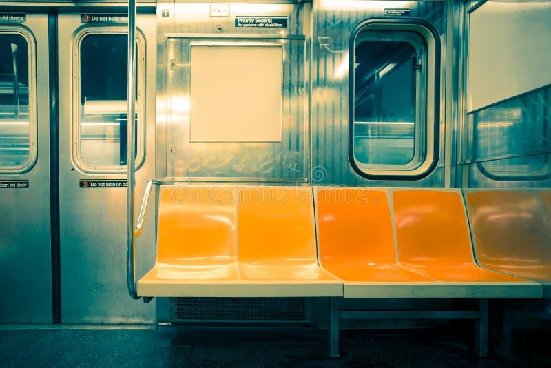 Καθίσματα υπόγειων τρένων πόλεων της Νέας Υόρκης στοκ φωτογραφία με δικαίωμα ελεύθερης χρήσης