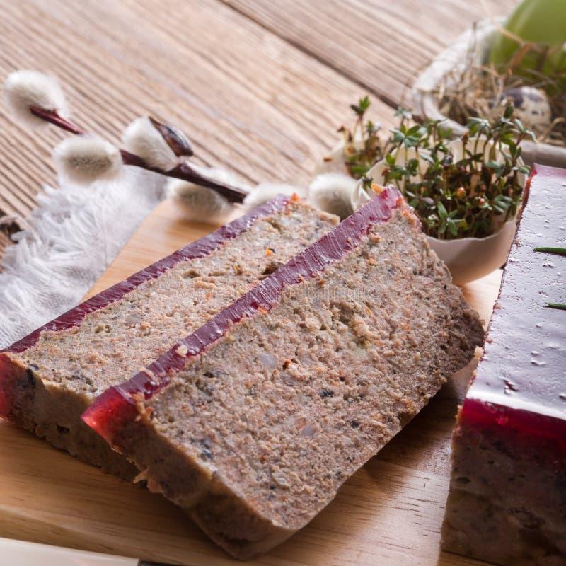 Καθαρίζει την πίτα με τα μανιτάρια και τα άγρια τα βακκίνια στοκ εικόνες με δικαίωμα ελεύθερης χρήσης