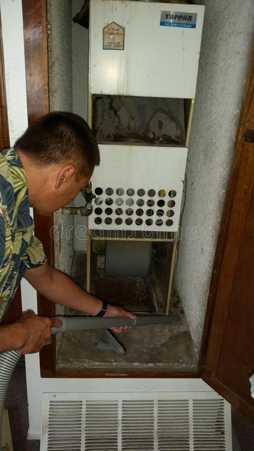 Καθαρίζοντας ασβέστιο Χάντινγκτον Μπιτς αεραγωγών στοκ φωτογραφίες