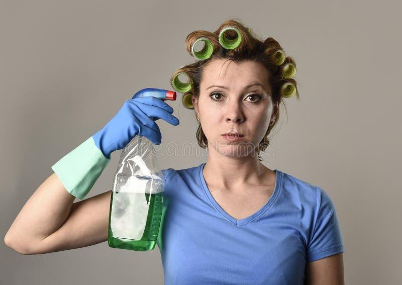 Καθαρίζοντας γυναίκα κοριτσιών ή οκνηρή νοικοκυρά στην πίεση στους κυλίνδρους με στοκ εικόνες με δικαίωμα ελεύθερης χρήσης