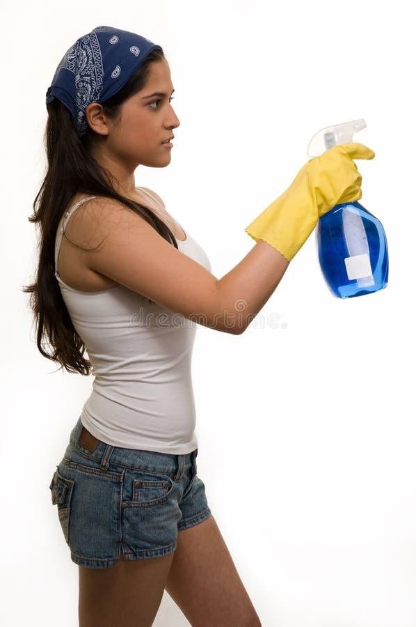 καθαρίζοντας ντυμένο σπίτ&i στοκ φωτογραφία