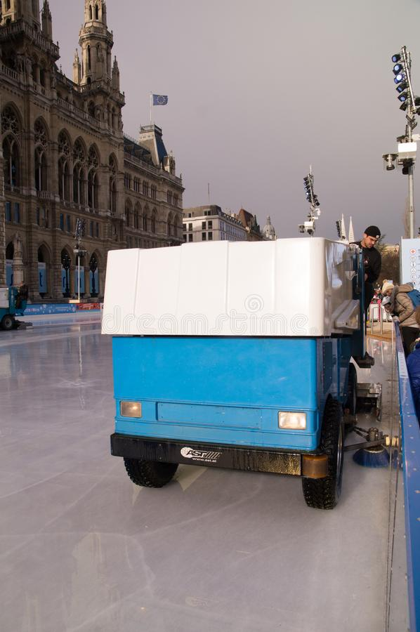 Καθαρίζοντας πάγος Zamboni στη Βιέννη στοκ εικόνα με δικαίωμα ελεύθερης χρήσης
