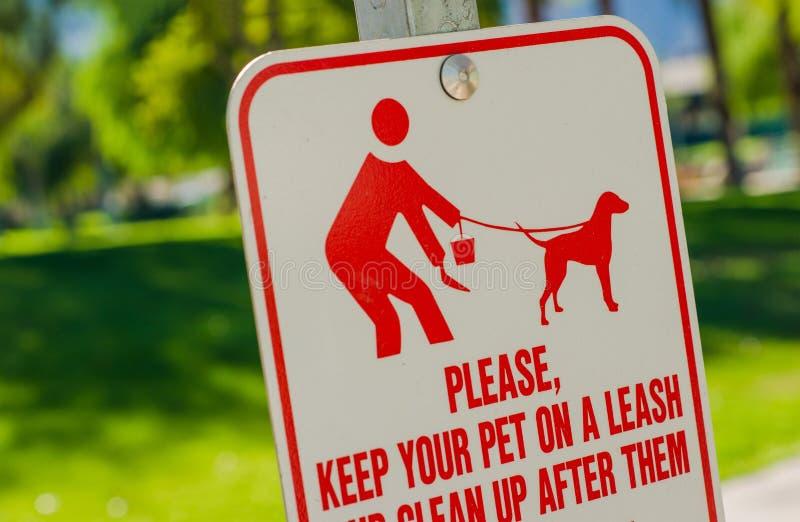 Καθαρίστε μετά από το σημάδι της Pet στοκ φωτογραφίες