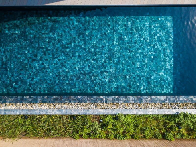 Καθαρίστε το νερό στην πισίνα στοκ εικόνα