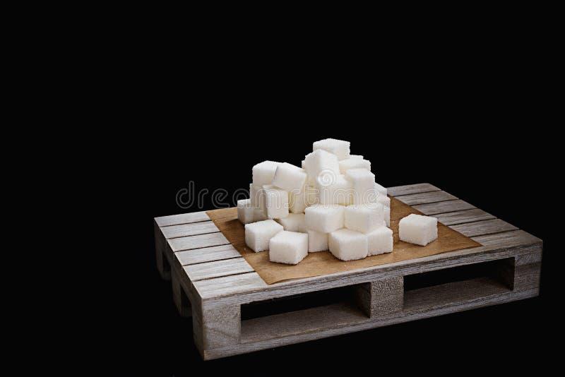 Καθαρισμένοι κύβοι ζάχαρης που προτείνουν να κάνει δίαιτα την έννοια Έννοια διαβήτη που δεν προτείνει καμία κατανάλωση ζάχαρης γι στοκ φωτογραφία