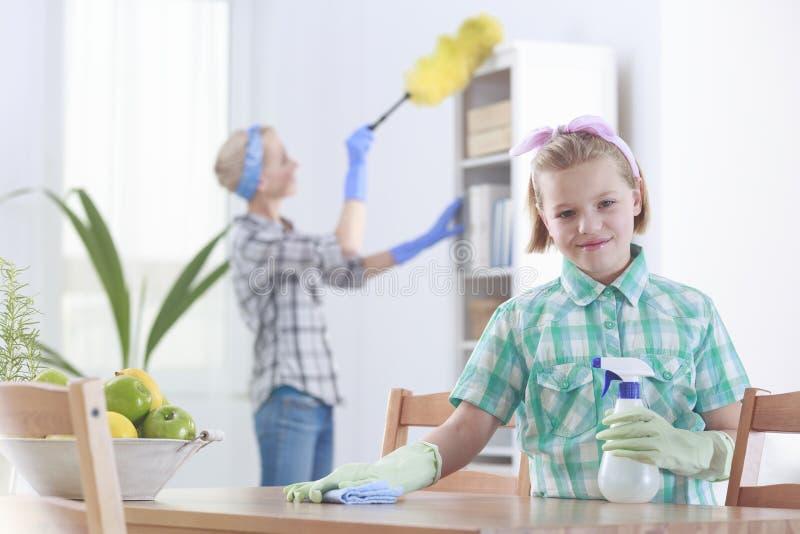Καθαρισμός μητέρων και κορών στοκ εικόνα με δικαίωμα ελεύθερης χρήσης