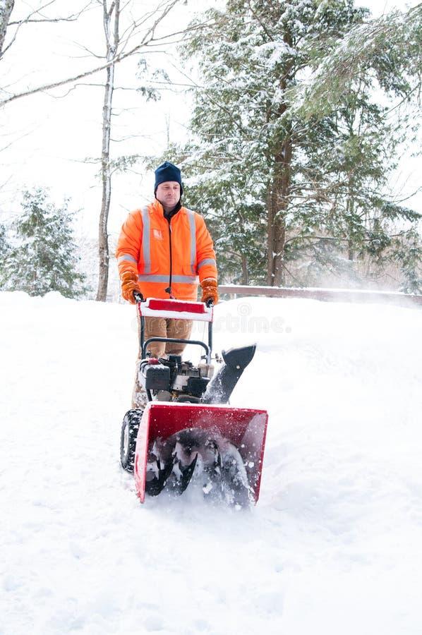 Καθαρισμός driveway του χιονιού στοκ φωτογραφία με δικαίωμα ελεύθερης χρήσης
