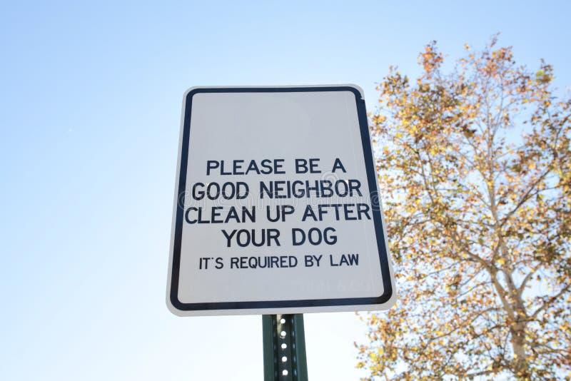 Καθαρό επάνω σημάδι αποβλήτων σκυλιών στοκ φωτογραφίες