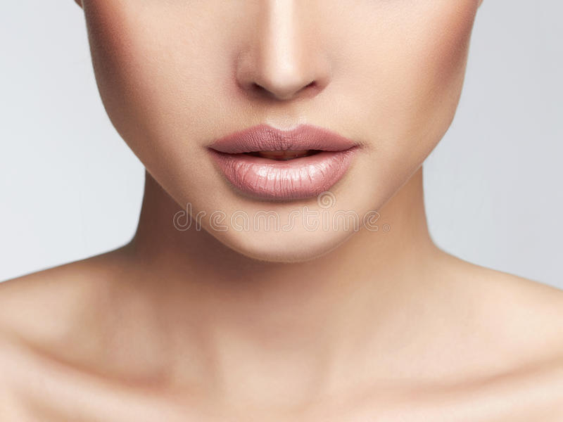 Καθαρό πρόσωπο γυναικών δερμάτων στοκ φωτογραφία με δικαίωμα ελεύθερης χρήσης