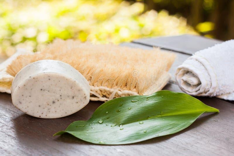 Καθαρό φυσικό χειροποίητο σαπούνι αργίλου στοκ εικόνες