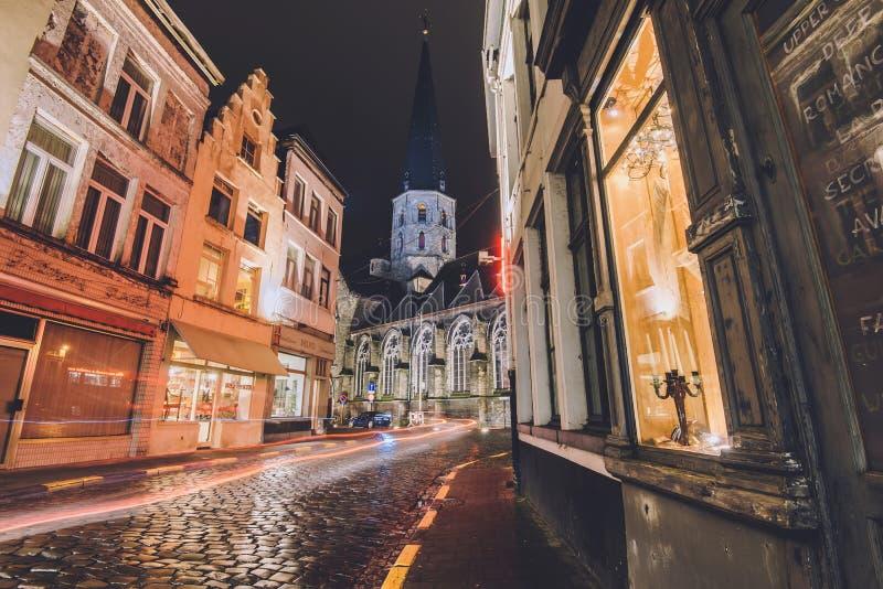 Καθεδρικός ναός Αγίου James και οδός νύχτας στη Γάνδη στοκ εικόνα με δικαίωμα ελεύθερης χρήσης