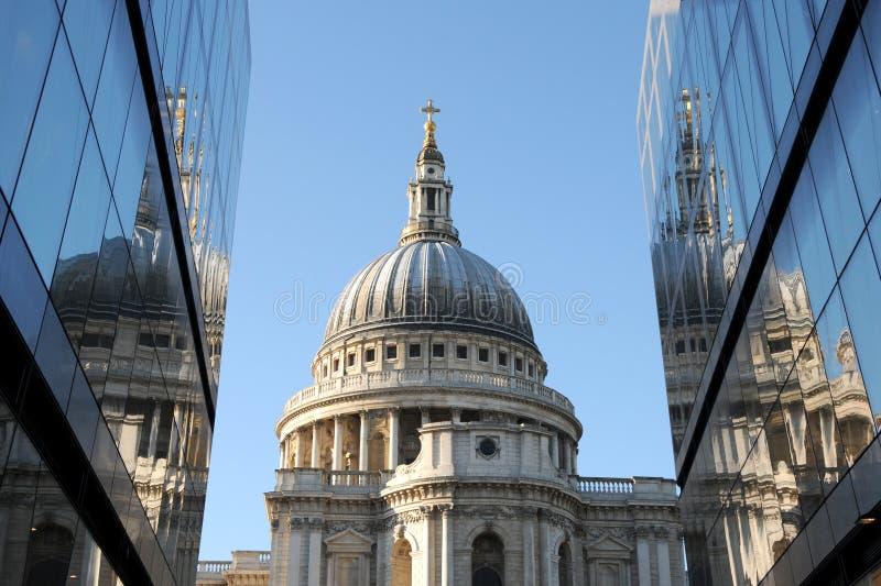 καθεδρικός ναός Λονδίνο p στοκ φωτογραφία με δικαίωμα ελεύθερης χρήσης