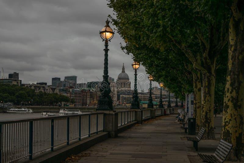 Καθεδρικός ναός νότιων τραπεζών του Λονδίνου και του ST Paul ` s στοκ φωτογραφία με δικαίωμα ελεύθερης χρήσης
