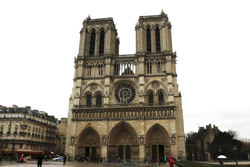 Καθεδρικός ναός της Notre Dame - Παρίσι, Γαλλία - μια βροχερή ημέρα στοκ φωτογραφία