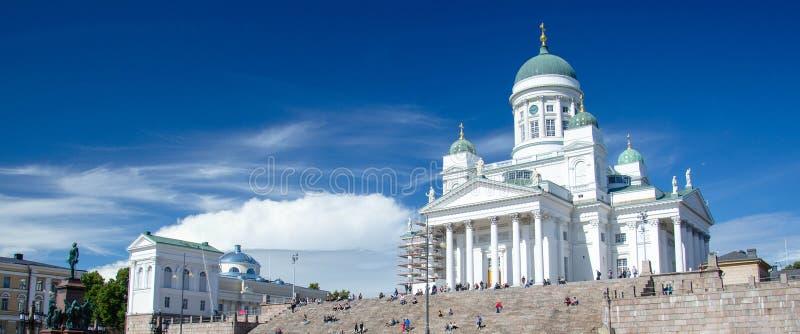 Καθεδρικός ναός του Ελσίνκι και άγαλμα του αυτοκράτορα Αλέξανδρος ΙΙ, Φινλανδία στοκ φωτογραφία