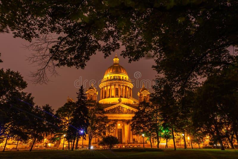 Καθεδρικός ναός του ST Isaac στην άσπρη νύχτα, Άγιος Πετρούπολη, Ρωσία στοκ εικόνες με δικαίωμα ελεύθερης χρήσης