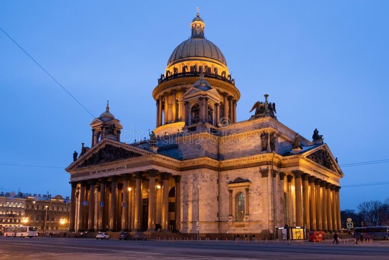 Καθεδρικός ναός του ST Isaac στην άσπρη νύχτα, Άγιος Πετρούπολη, Ρωσία στοκ φωτογραφία με δικαίωμα ελεύθερης χρήσης