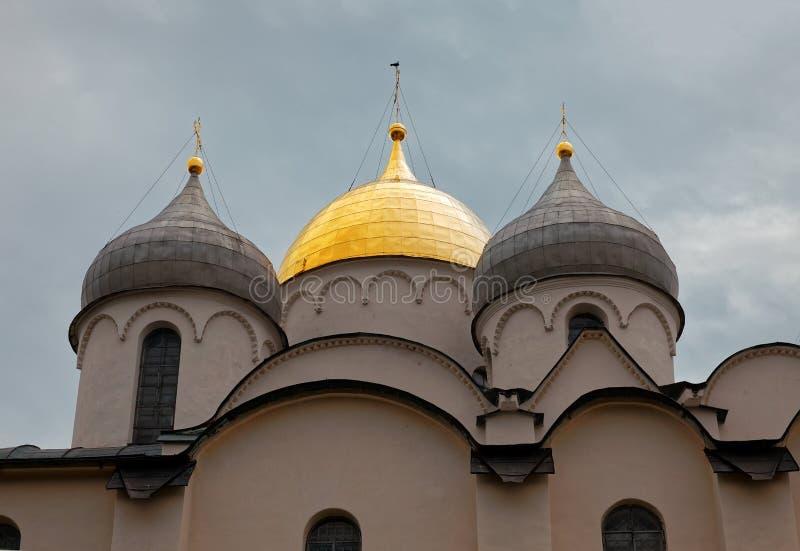 Καθεδρικός ναός του ST Sophia σε Veliky Novgorod, Ρωσία Ηλιοφώτιστοι θόλοι εκκλησιών στοκ εικόνες με δικαίωμα ελεύθερης χρήσης